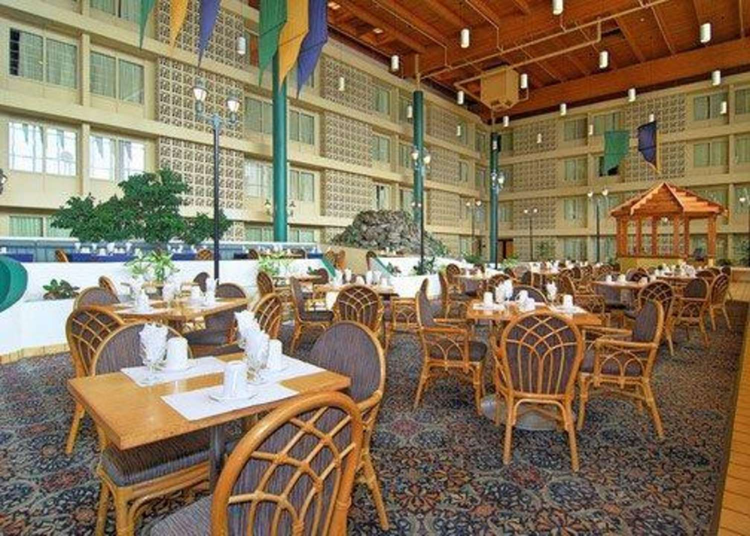 Restaurant - Clarion Hotel Airport & Conference Center Charlotte