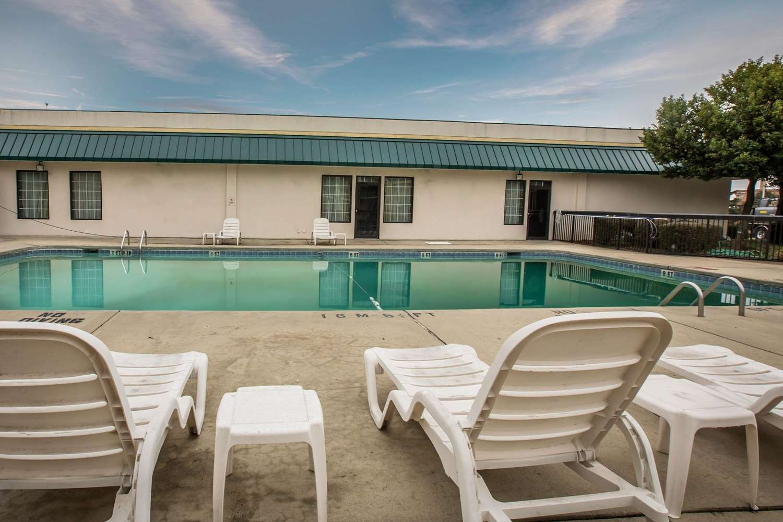 Pool - Quality Inn & Suites Winston-Salem
