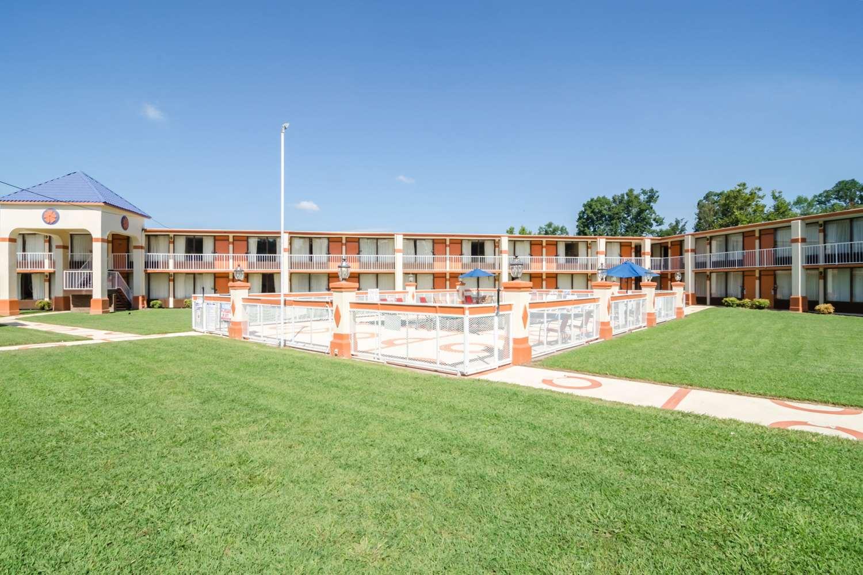 Exterior view - Rodeway Inn & Suites Greensboro
