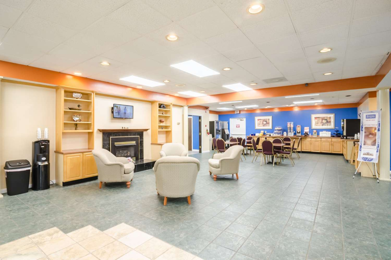 Lobby - Rodeway Inn & Suites Greensboro