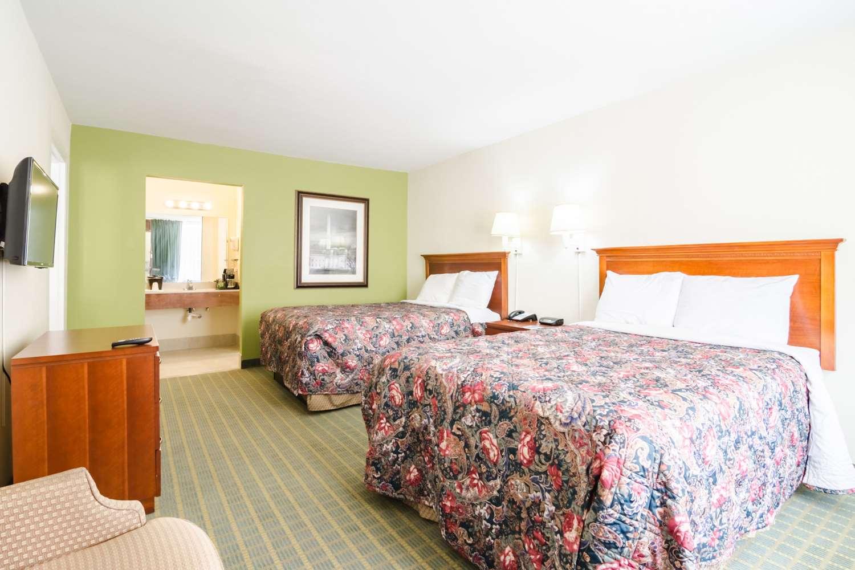 Suite - Rodeway Inn & Suites Greensboro