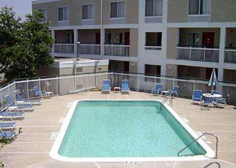 Pool - Quality Inn Rocky Mount