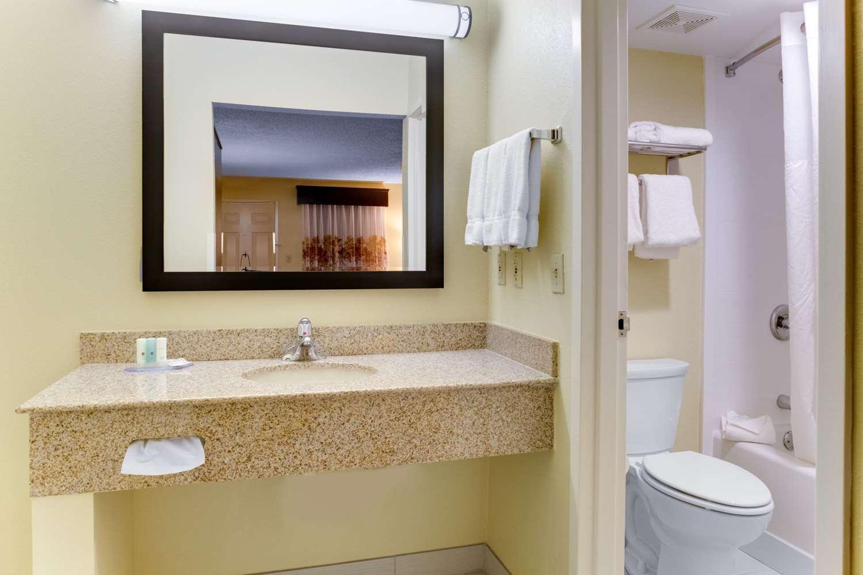 Room - Clarion Inn Biltmore Village Asheville