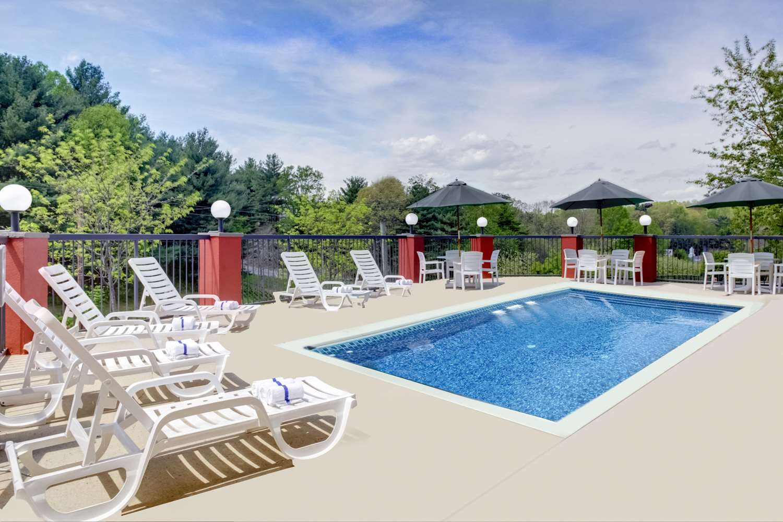 Pool - Clarion Inn Biltmore Village Asheville