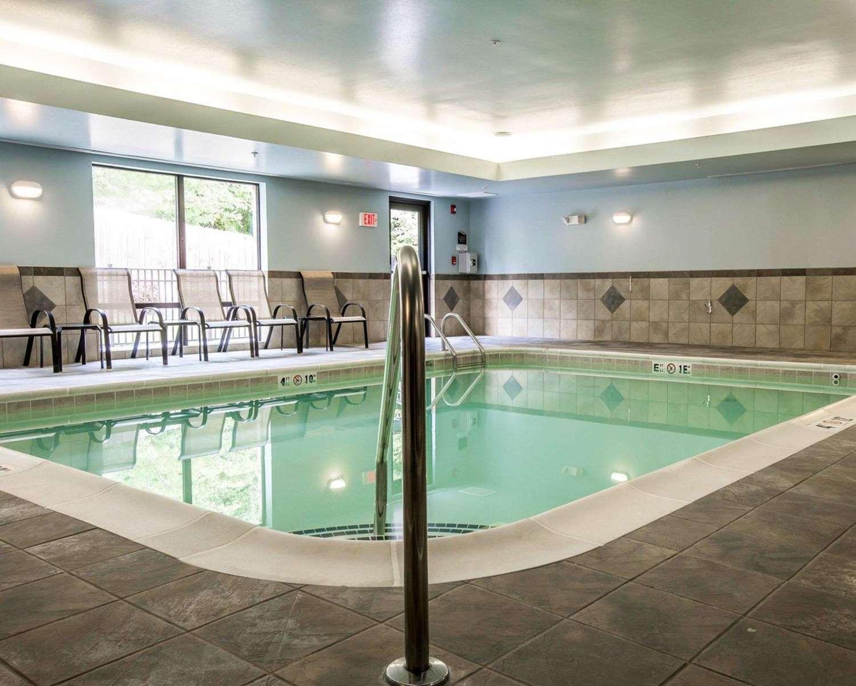 Pool - Comfort Suites Whitsett
