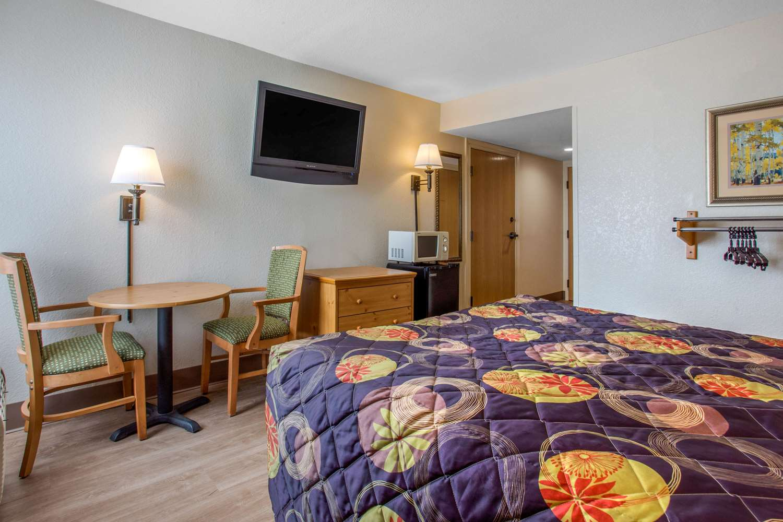 Room - Rodeway Inn & Suites Asheville
