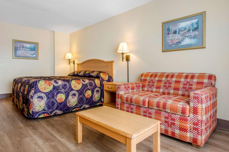 Suite - Rodeway Inn & Suites Asheville