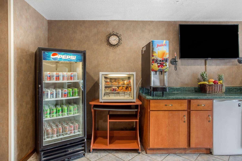 Restaurant - Rodeway Inn & Suites Asheville