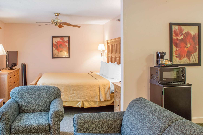 Suite - Quality Inn Raleigh