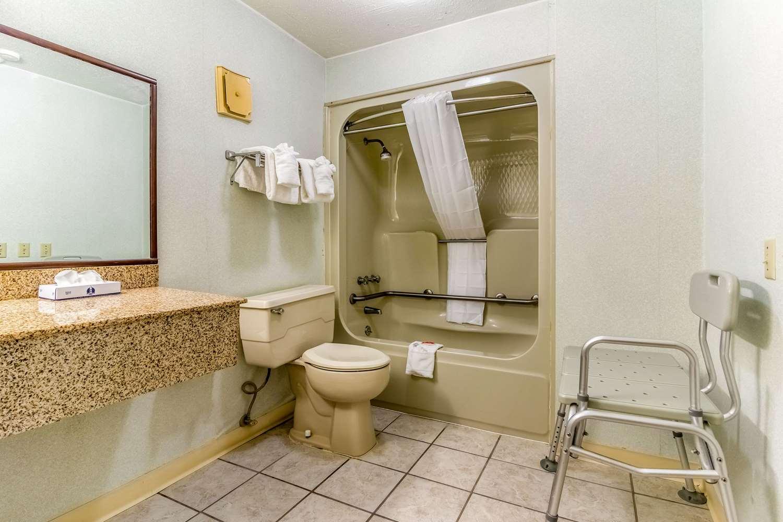 Room - Econo Lodge Whiteville