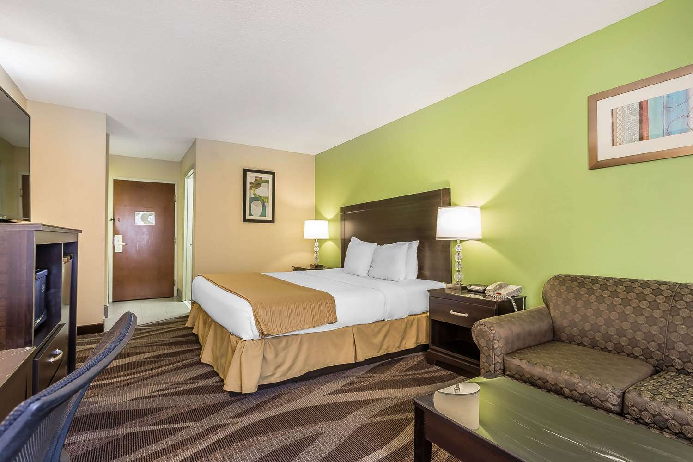 Room - Quality Inn Warsaw