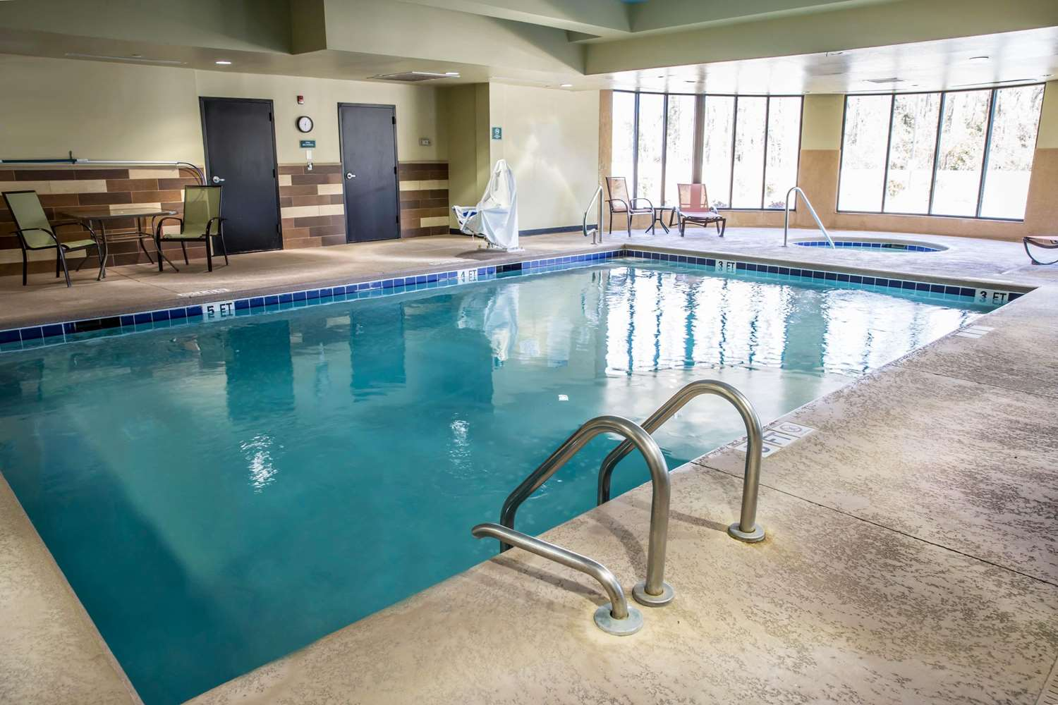 Pool - Comfort Suites New Bern