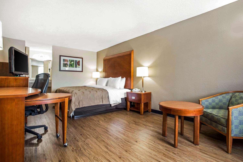 Room - Quality Inn & Suites North Charlotte