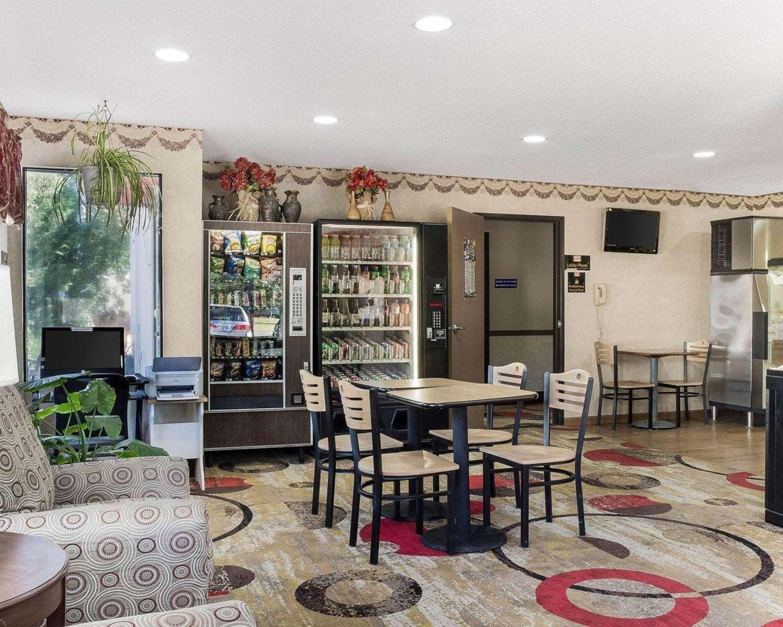 Lobby - Econo Lodge Grand Forks
