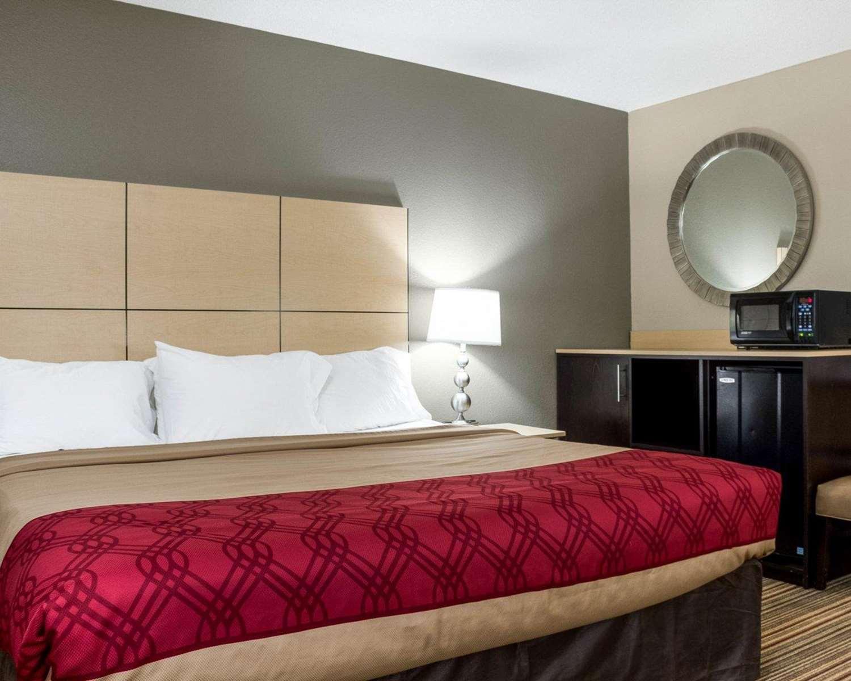 Suite - Econo Lodge Grand Forks