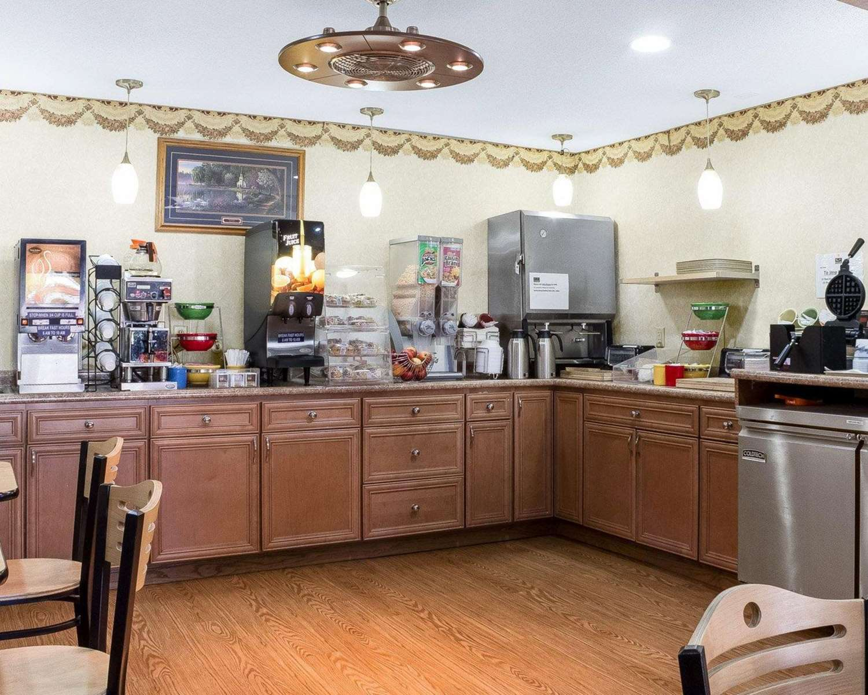 Restaurant - Econo Lodge Grand Forks