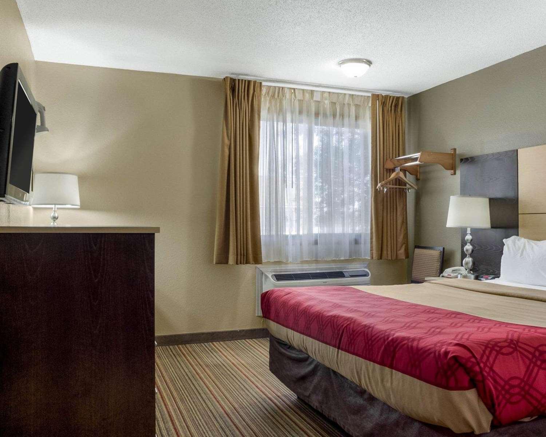 Room - Econo Lodge Grand Forks
