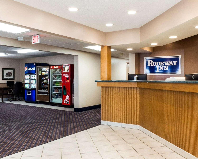 Lobby - Rodeway Inn Fargo