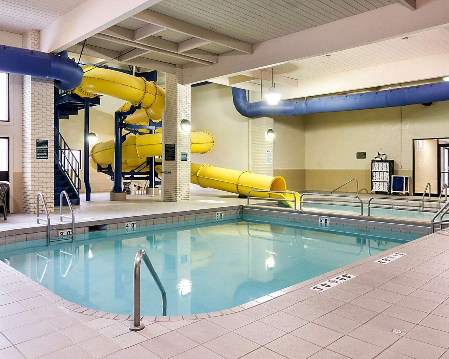 Pool - Quality Inn & Suites Jamestown
