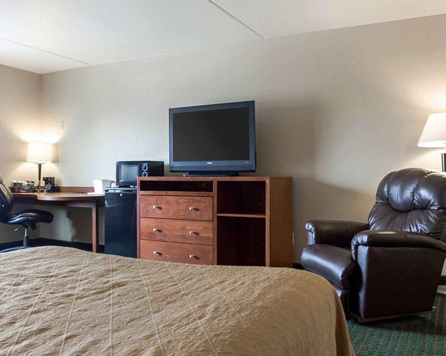 Room - Quality Inn & Suites Jamestown