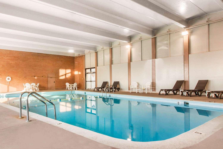 Pool - Comfort Inn & Suites Omaha