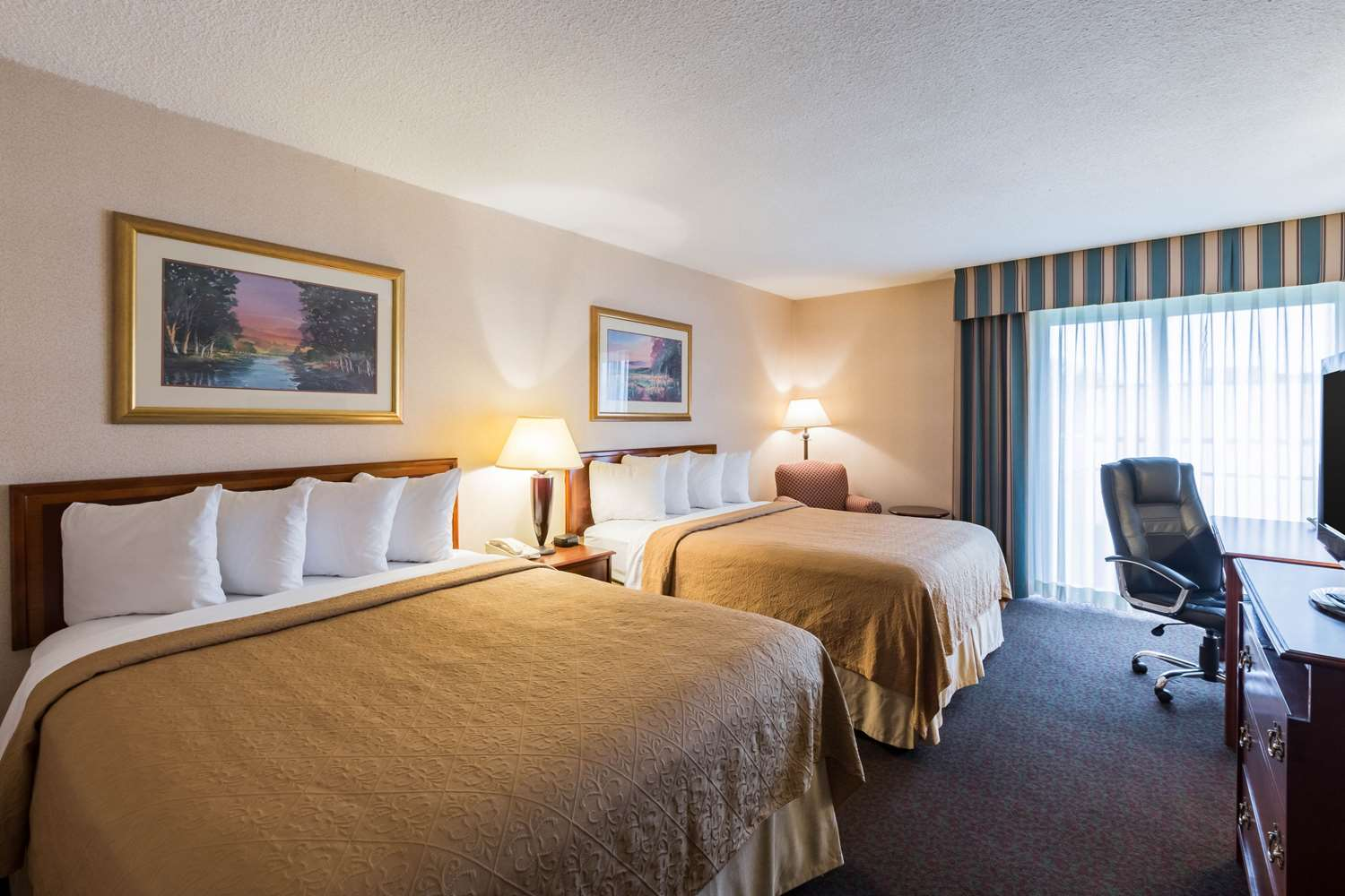 Room - Quality Inn & Conference Center Grand Island
