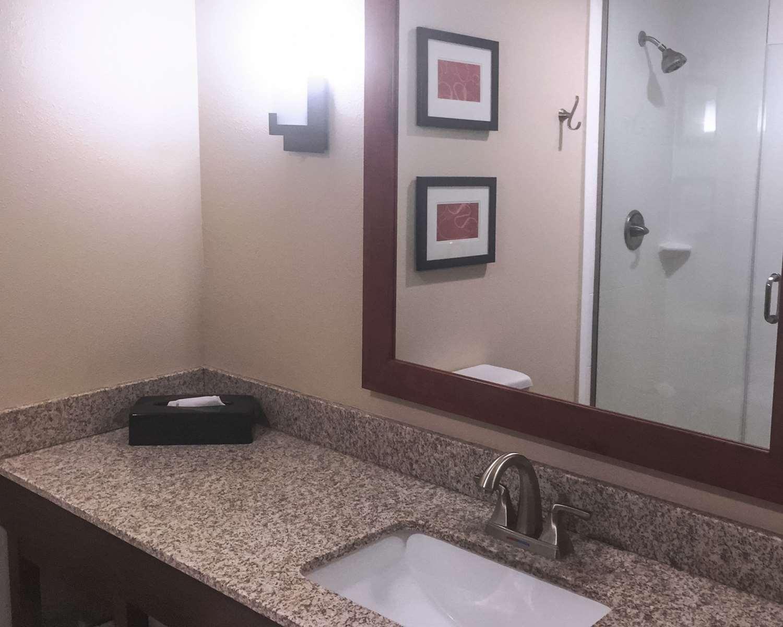 Room - Comfort Suites West Omaha