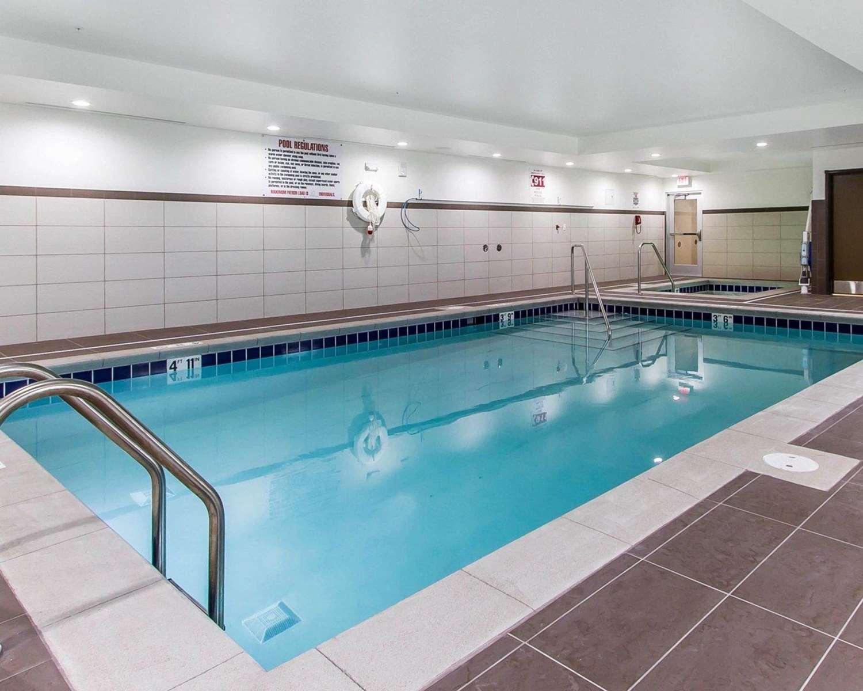 Pool - Comfort Suites West Omaha