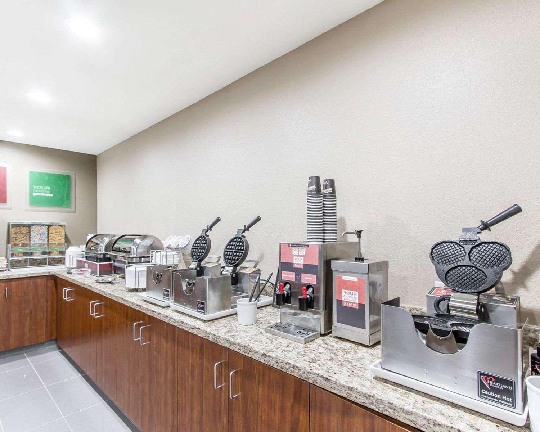 Restaurant - Comfort Suites West Omaha