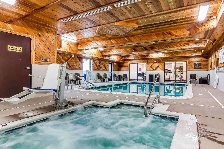Pool - Comfort Suites La Vista