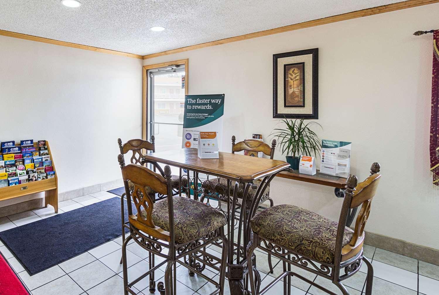 Lobby - Rodeway Inn West Dodge Omaha