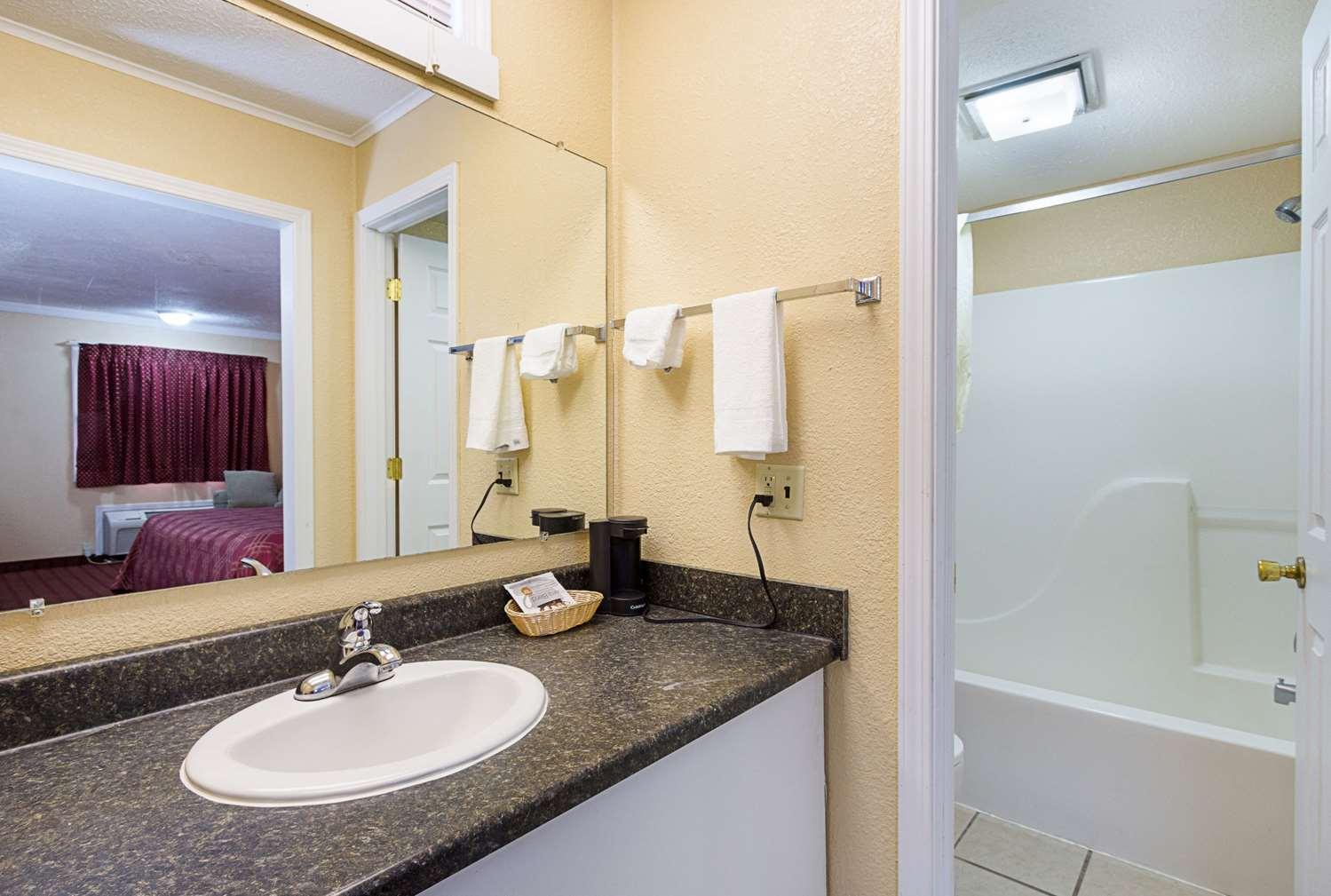 Suite - Rodeway Inn West Dodge Omaha