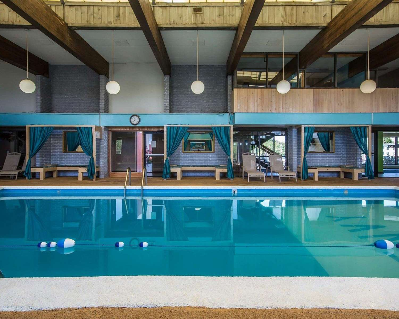 Pool - Comfort Inn Manchester