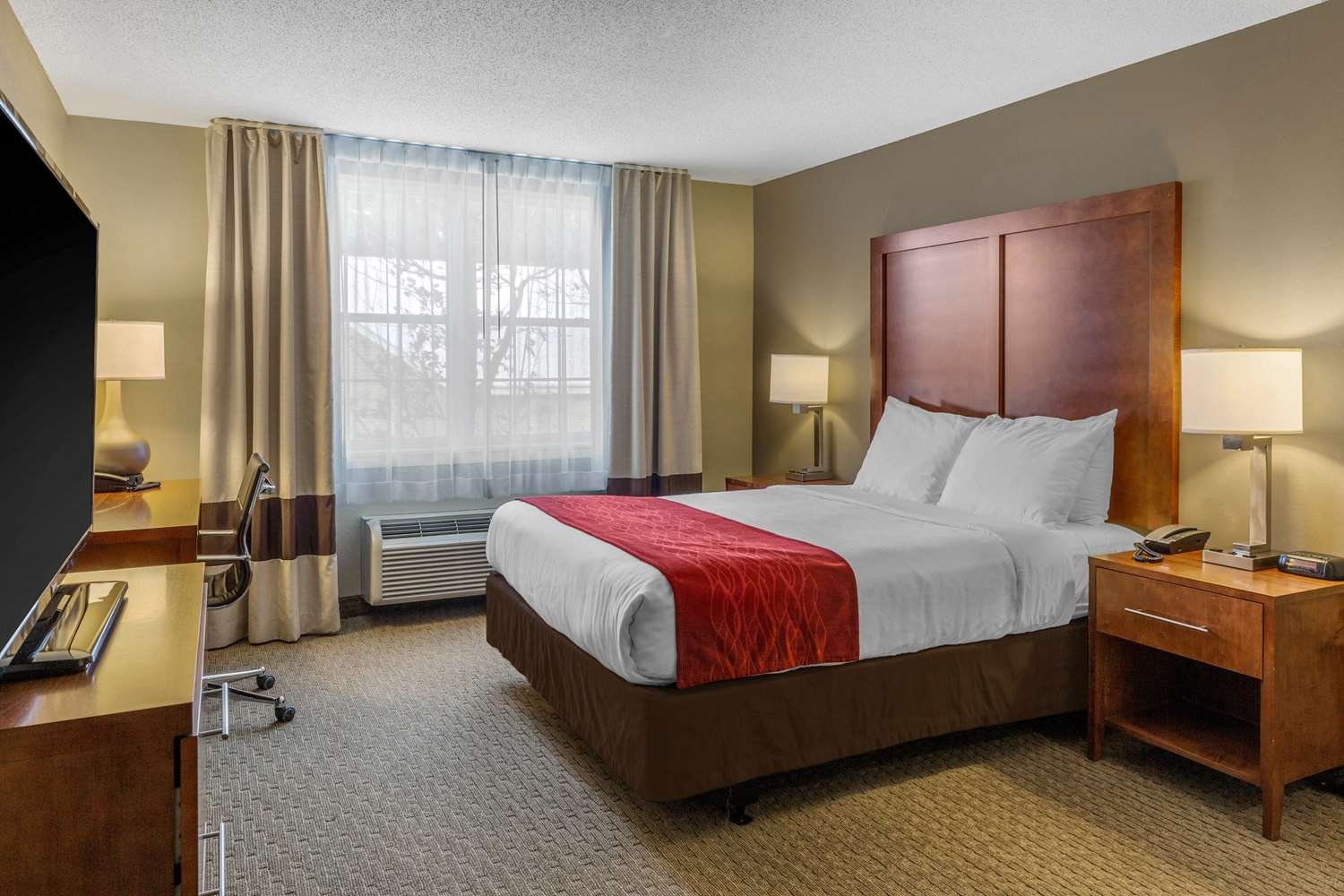 Room - Comfort Inn & Suites North Conway