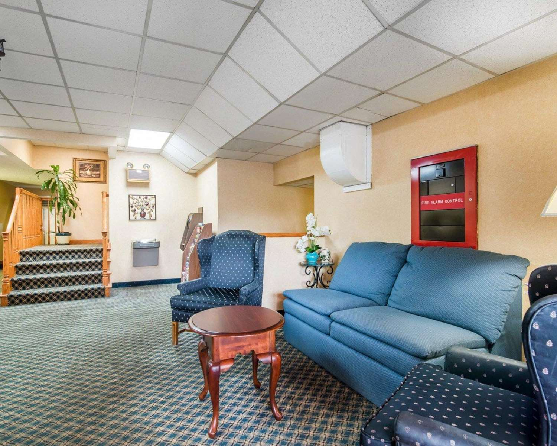 Lobby - Econo Lodge Manchester
