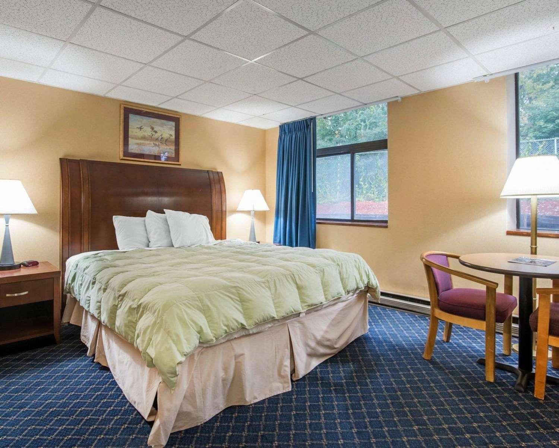 Room - Econo Lodge Manchester