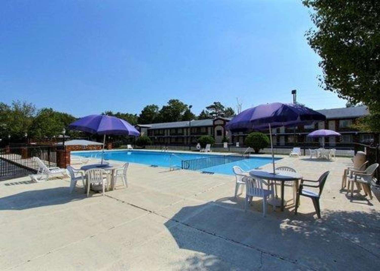 Pool - Quality Inn & Suites Millville