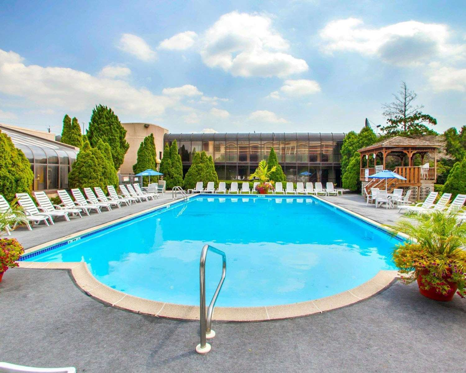 Pool - Quality Inn Meadowlands Lyndhurst