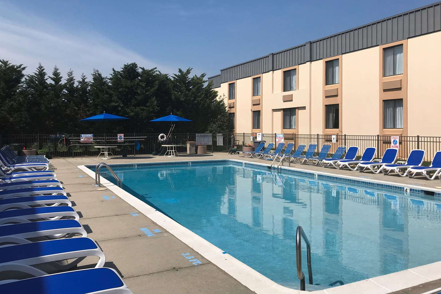 Pool - Clarion Hotel & Conference Center Toms River