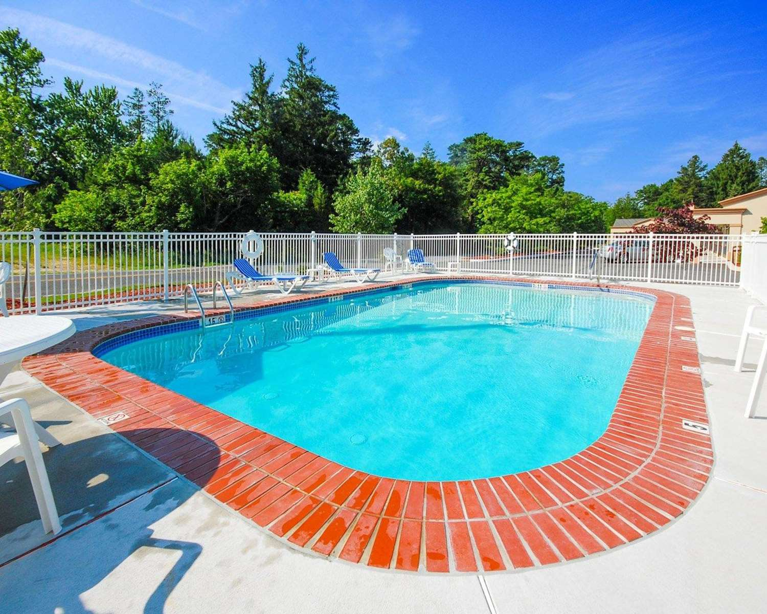 Pool - Quality Inn & Suites Absecon