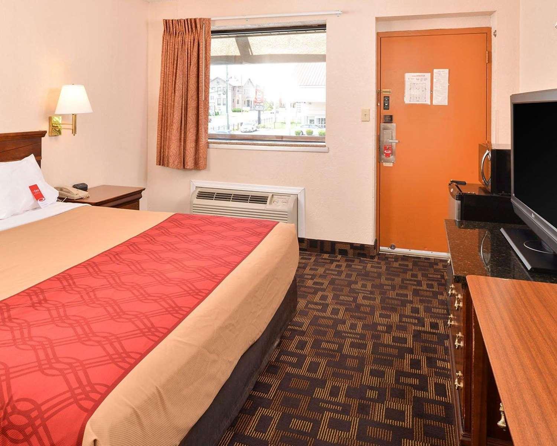 Room - Econo Lodge Bellmawr