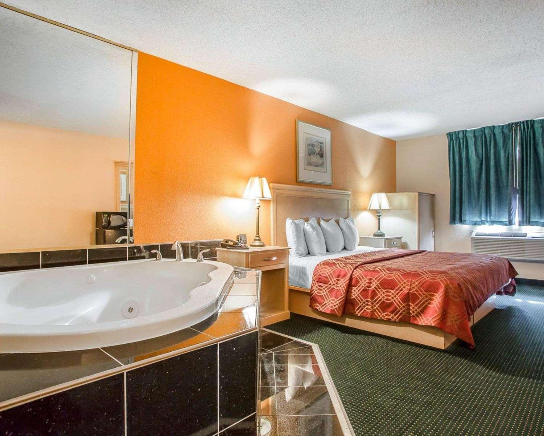 Room - Rodeway Inn & Suites Buena