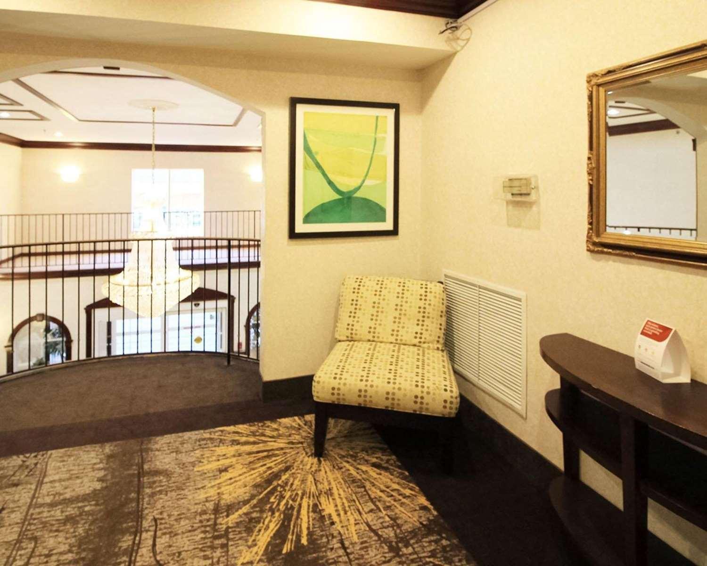 Lobby - Comfort Suites North Brunswick