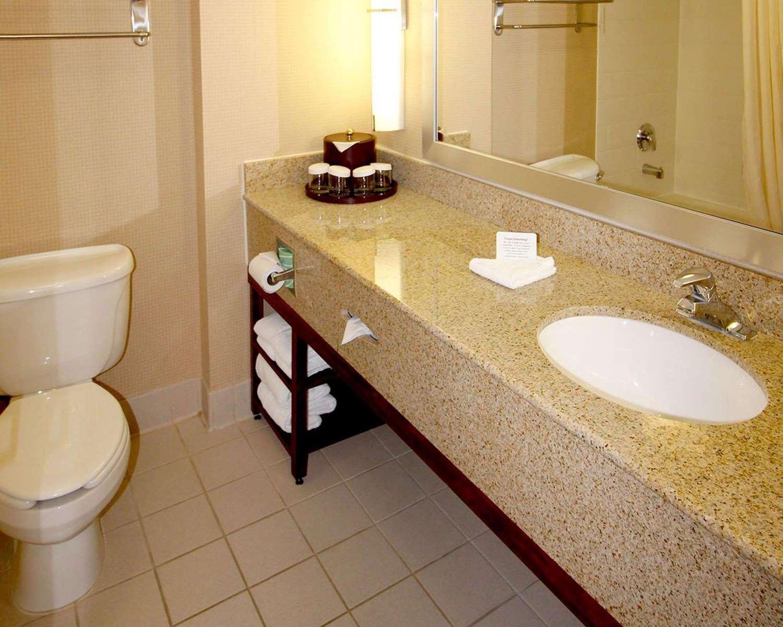 Room - Comfort Suites North Brunswick