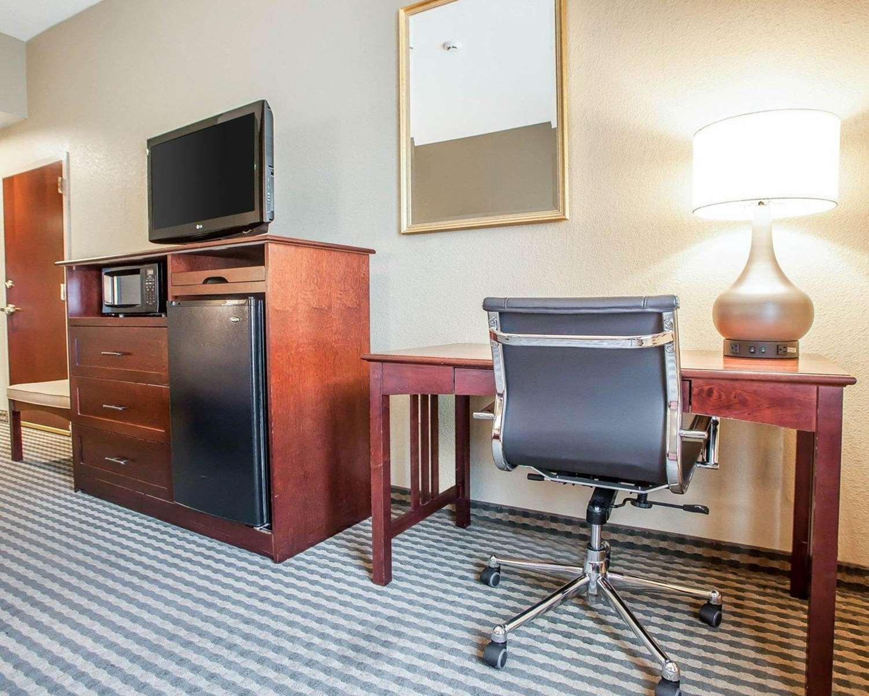 Room - Comfort Inn & Suites Carneys Point