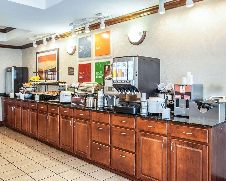 Restaurant - Comfort Inn & Suites Carneys Point
