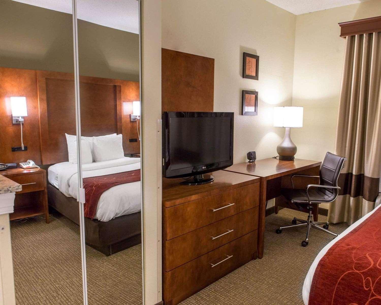 Room - Comfort Suites Newark