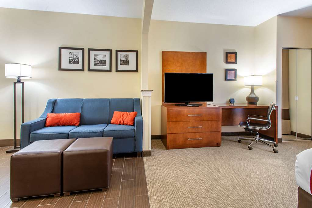 Guest room with sitting area