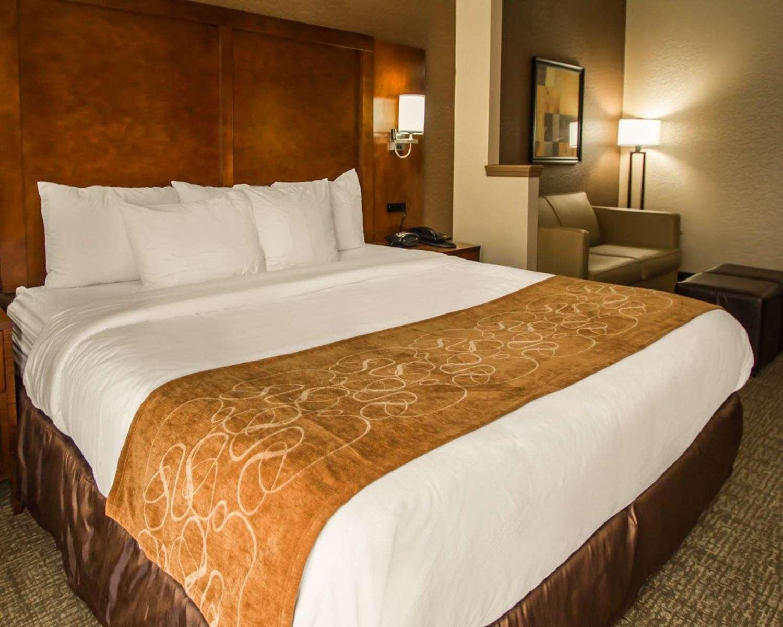 Room - Quality Suites North Bergen