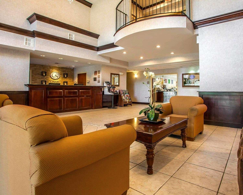 Lobby - Comfort Suites East Brunswick